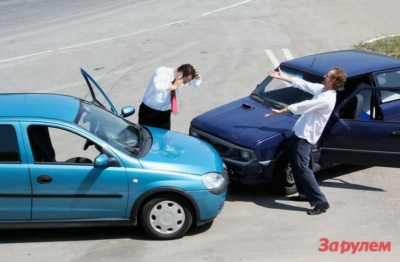 Traffic accident and todrivers fighting
