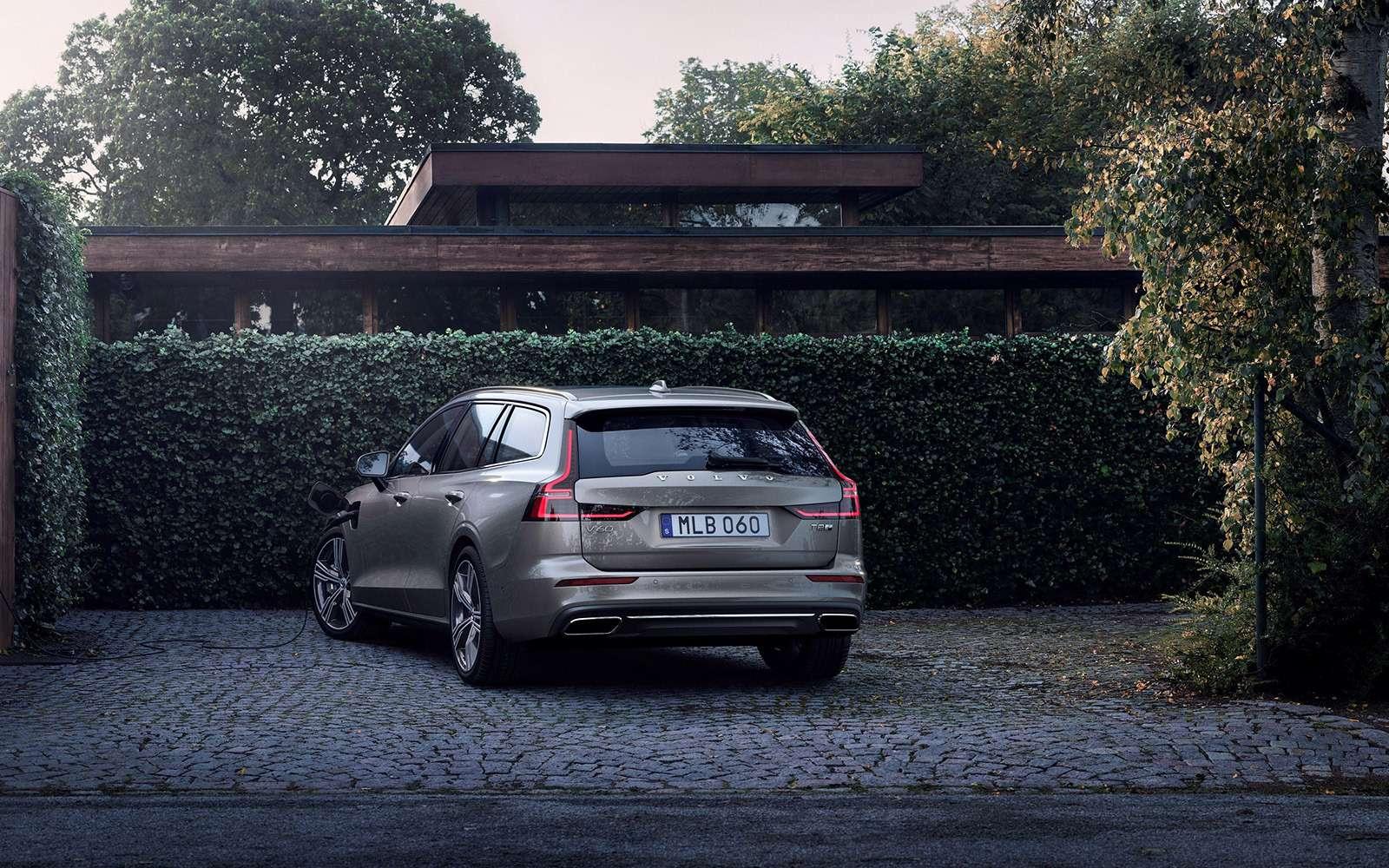 Volvo представила V60: семейный, роскошный инедлянас— фото 847556