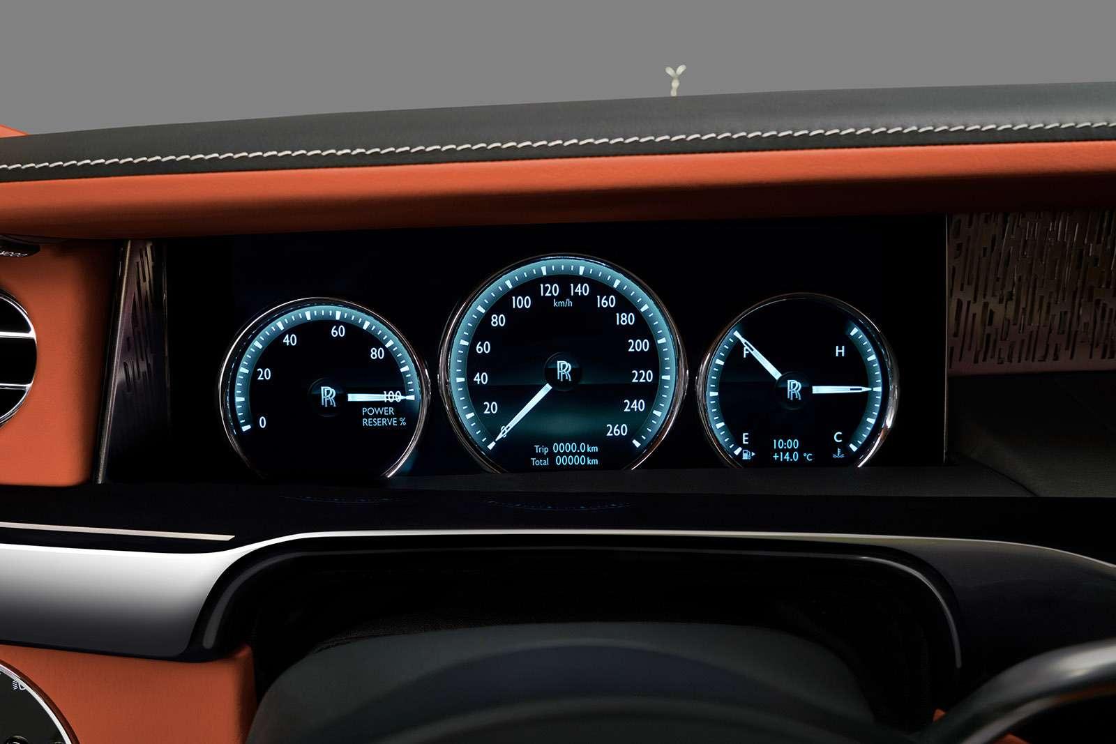 Rolls-Royce Phantom VIII: консервативен снаружи, технологичен внутри— фото 778870