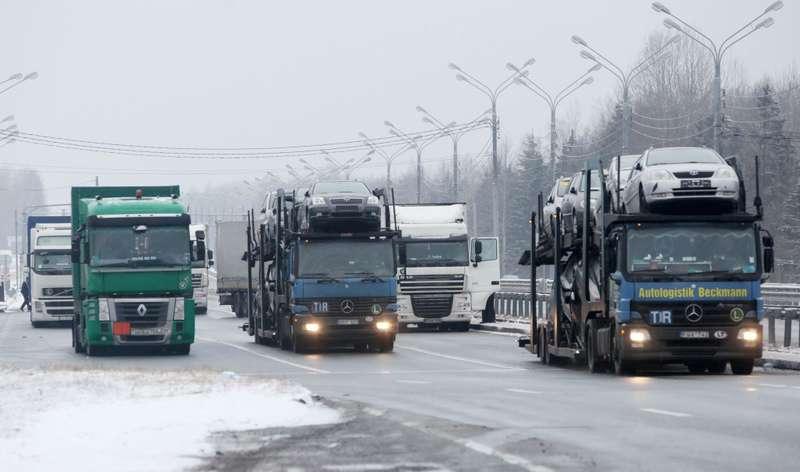 Досмотр транспортных средств набелорусско-российской границе