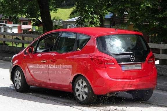 Facelifted Opel Meriva test prototype side-rear view
