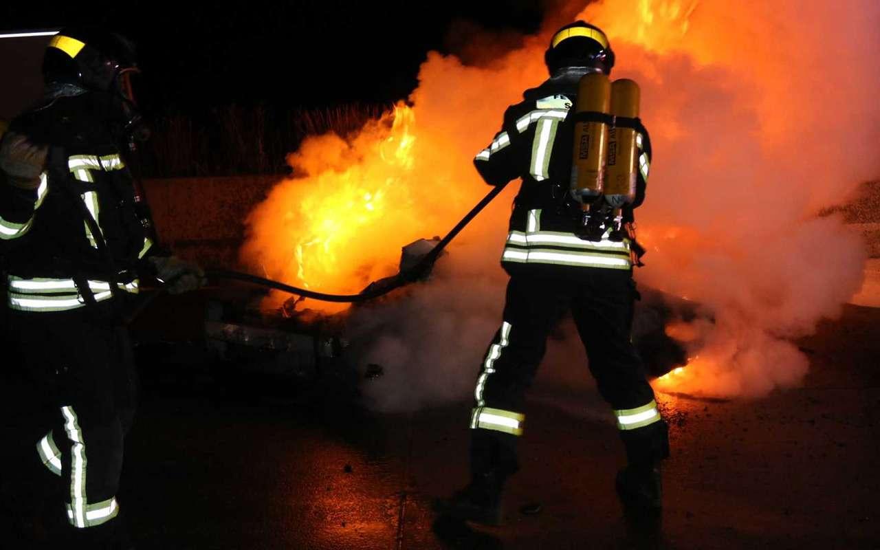 Porsche 911 сгорел дотла посреди дороги— фото 922290