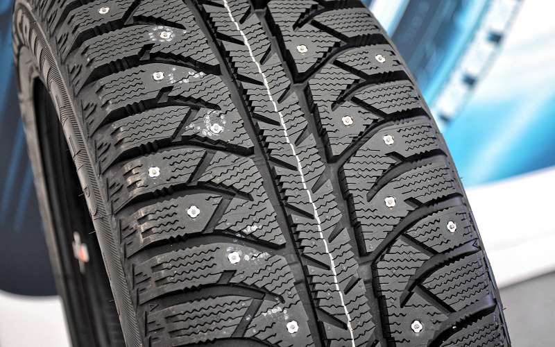 Шипованная шина