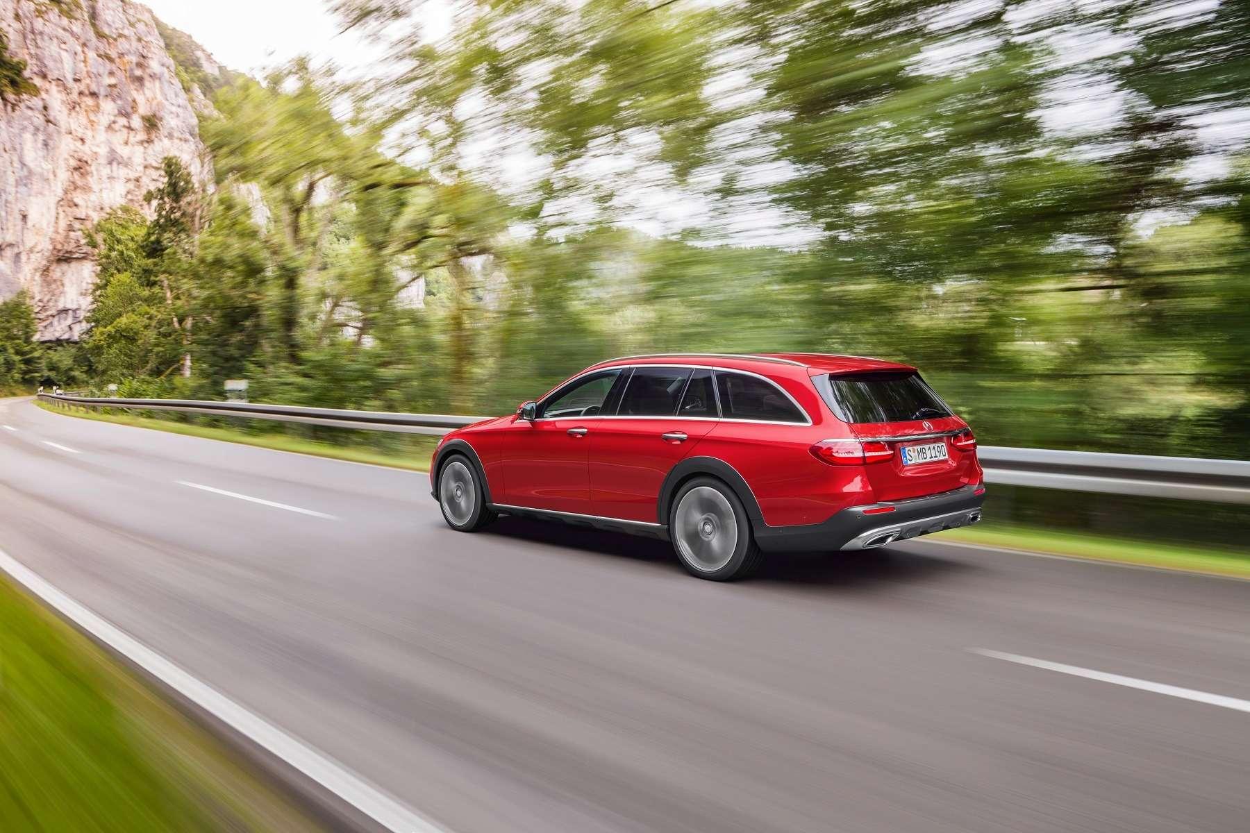 В Париж нацыпочках: Mercedes-Benz представил универсал All-Terrain— фото 637449