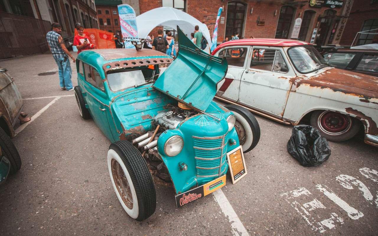 Лучшие переделанные авто имотоциклы: ввыходные на«Кастом Конвенции»— фото 986708