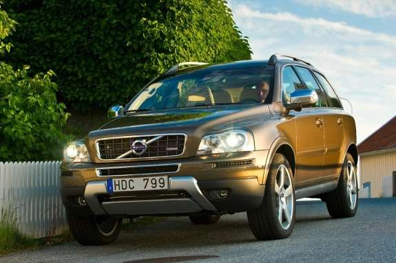 Volvo XC90 side-front view