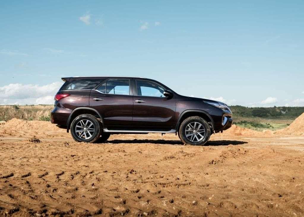 Toyota объявила российские цены наFortuner— фото 803521