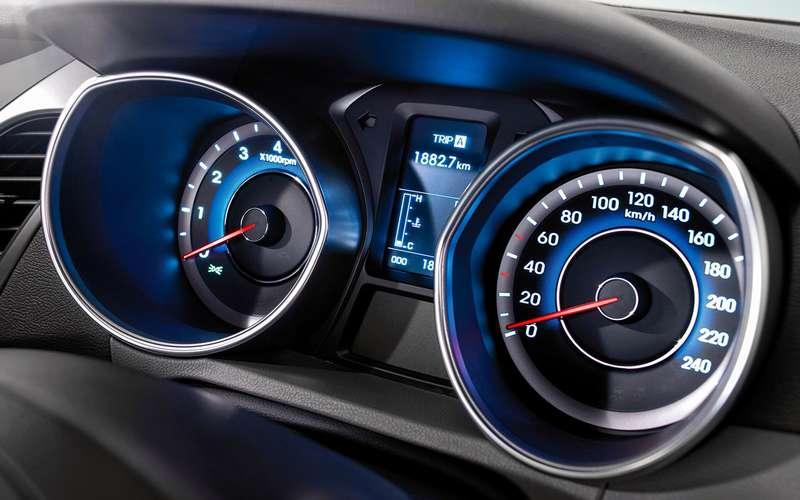 Hyundai Elantra спробегом: 4«за», 4«против» и4замечания