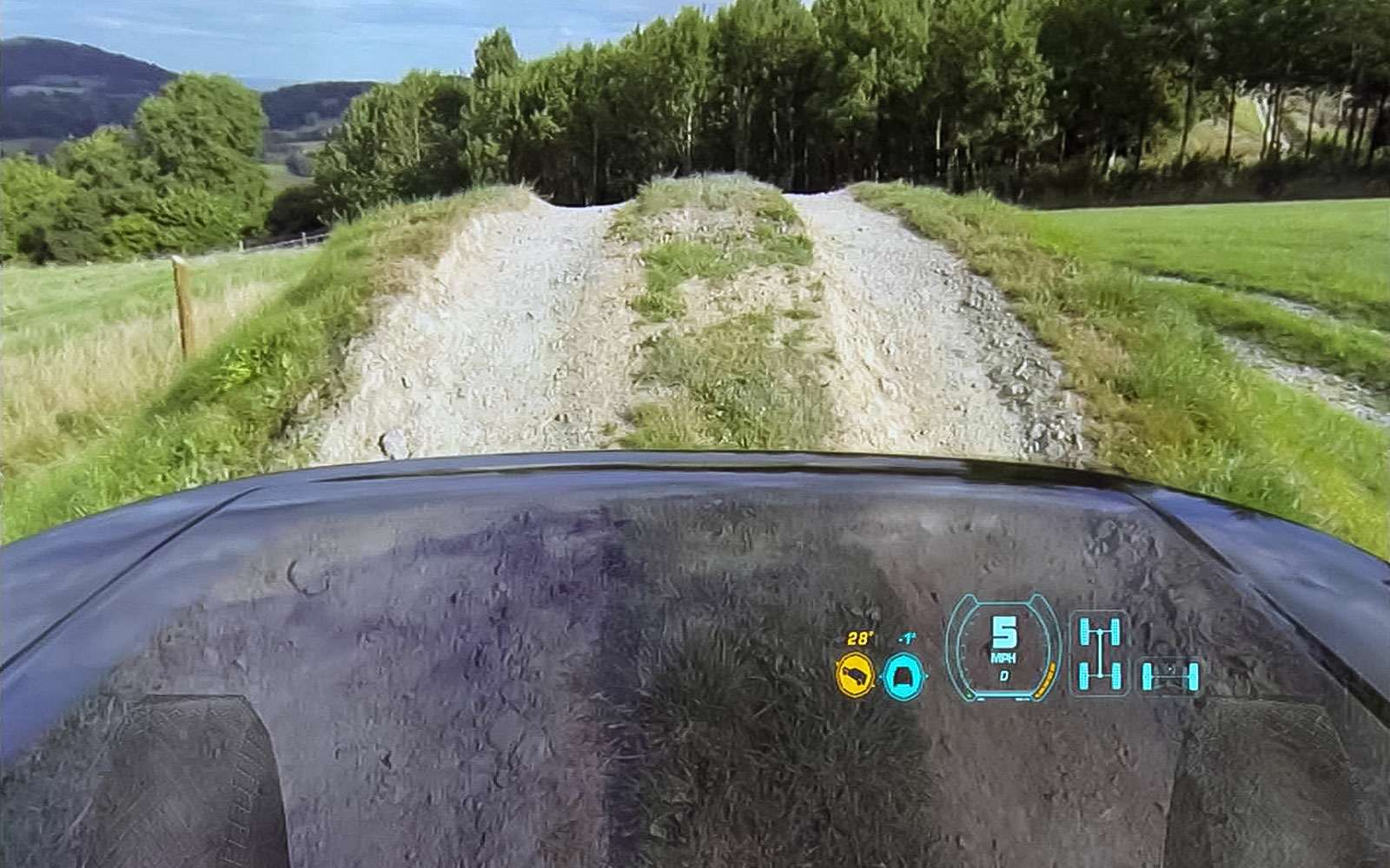 Прозрачный капот Land Rover.