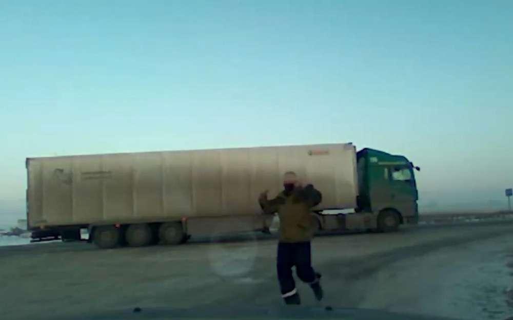 Фура слекарствами на50млн рублей сломалась наморозе