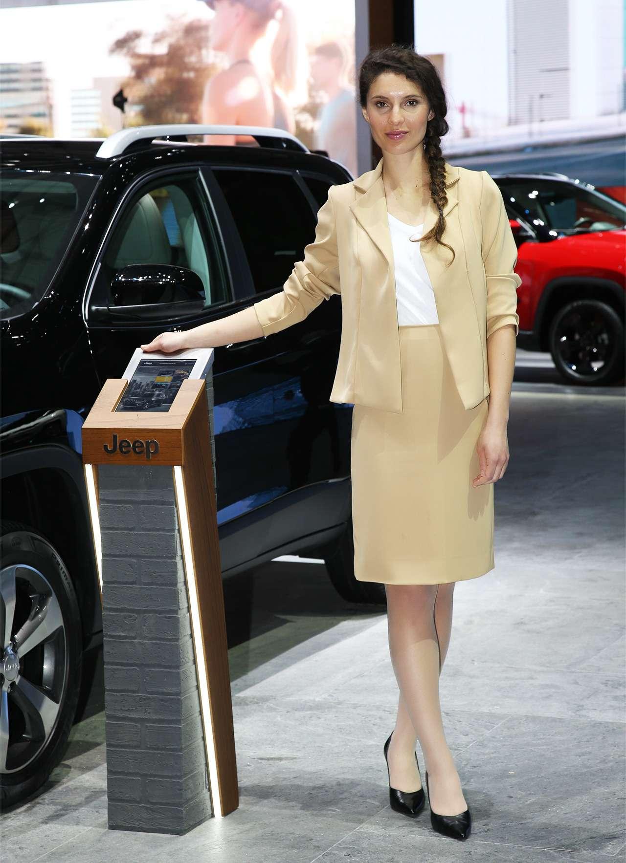 Самые красивые девушки Женевского автосалона— фото 851618