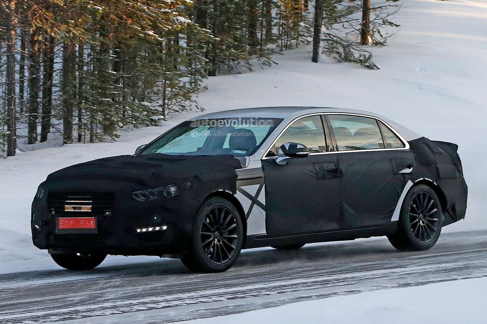 spyshots-2016-hyundai-equus-spied-with-s-class-inspired-taillights_2