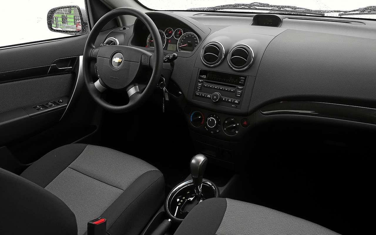 Renault Logan против Chevrolet Nexia: тест самых доступных иномарок— фото 1233456