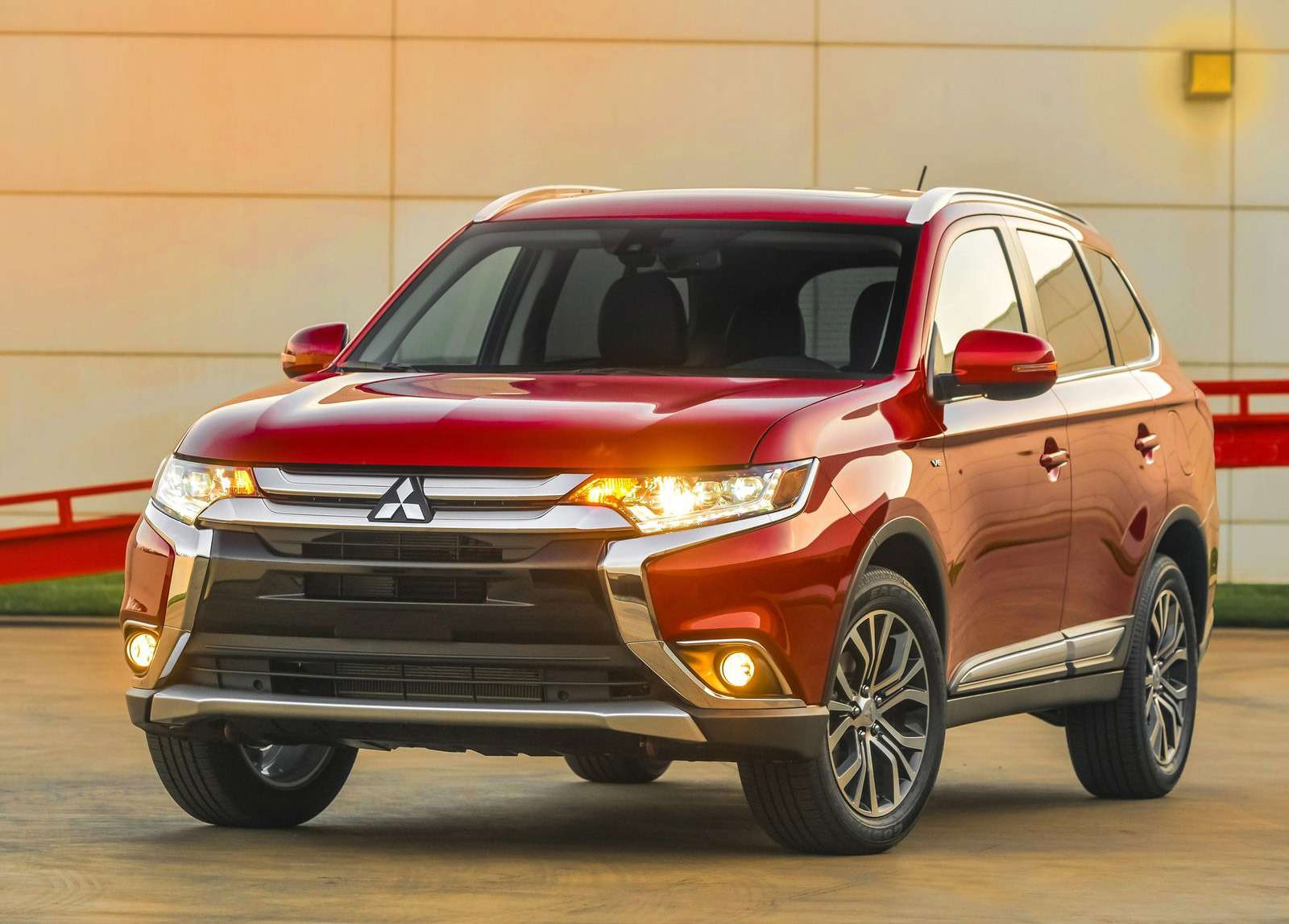 Mitsubishi-Outlander_2016_1600x1200_wallpaper_01 (1)