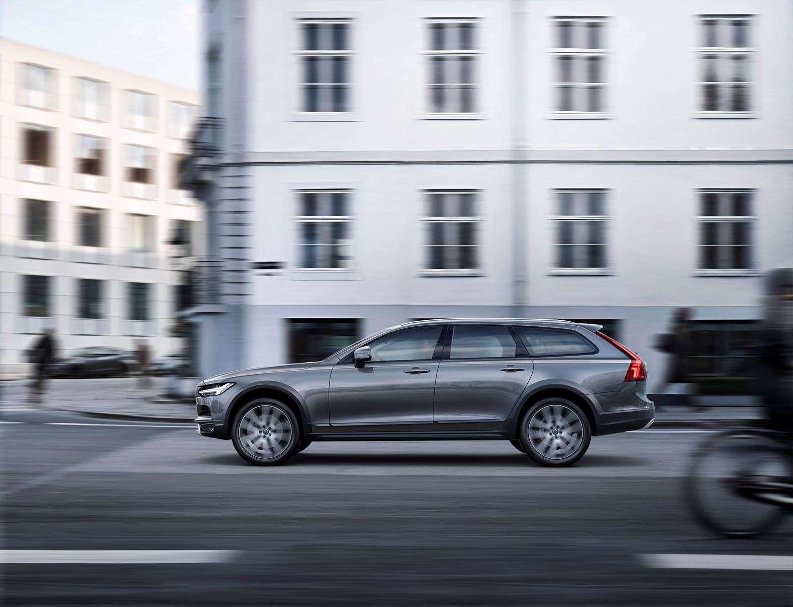 Volvo V90 Cross Country: старт российских продаж ирублевые цены— фото 674601