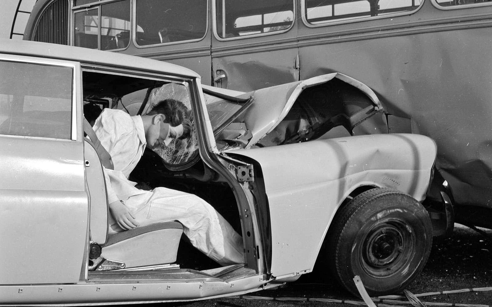 Наслужбе спасения— история ремней иподушек безопасности— фото 769904