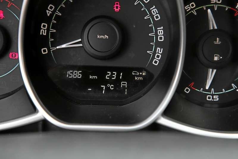 Lada Vesta изпарка ЗР: разговор сроботом-тугодумом