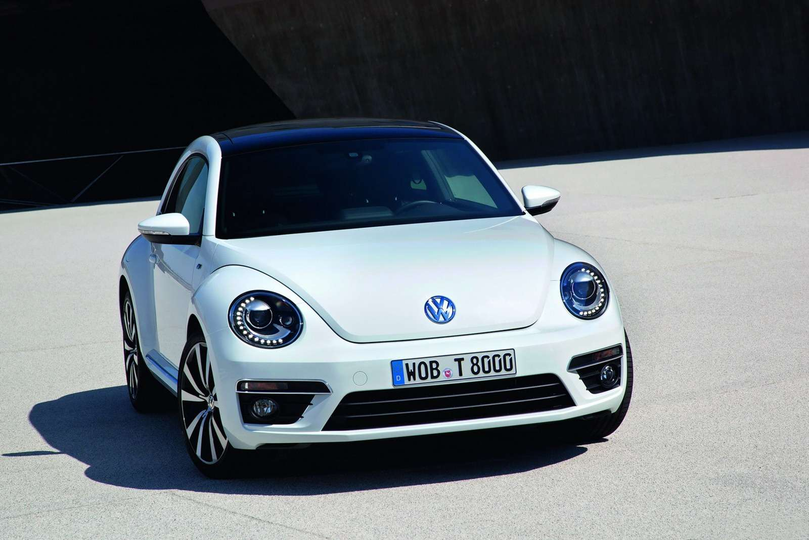 _no_copyright_2013-VW-Beetle-R-Line-3[2]
