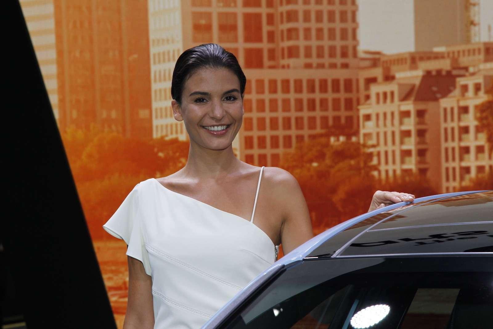 Лучшие девушки Франкфуртского автосалона!— фото 793921
