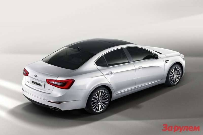 Facelifted Kia Cadenza side-rear view