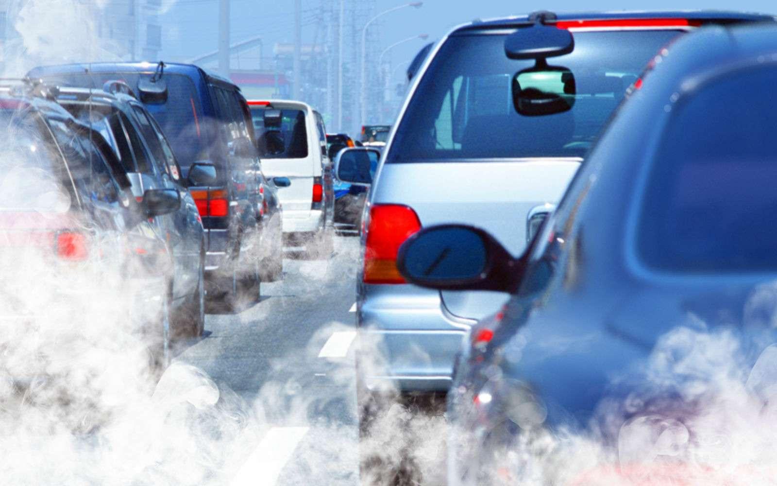 Почему уменя зимой дымит машина? Ведь летом все было хорошо— фото 921674