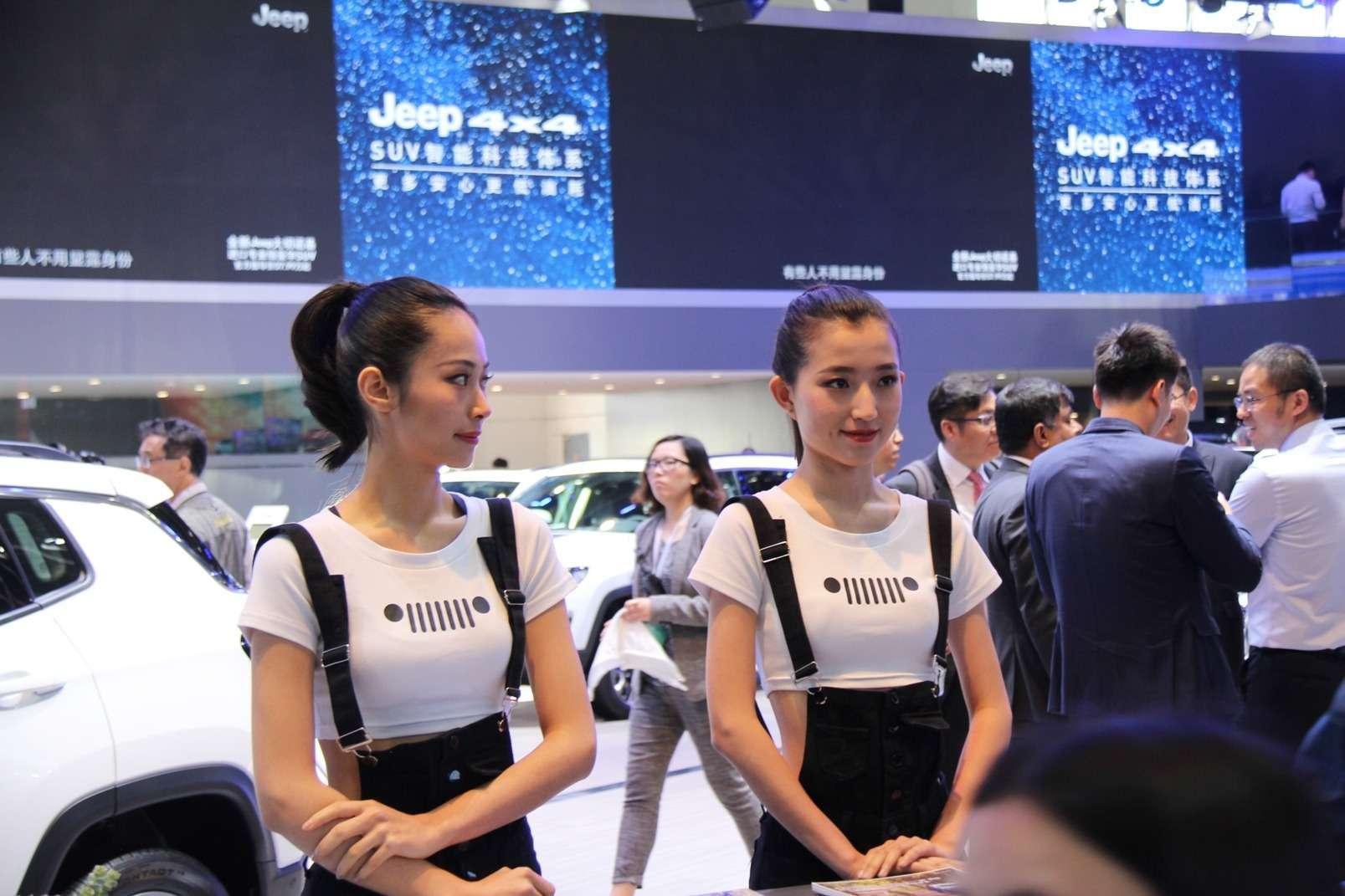 Девушки Пекинского автосалона— 2018— фото 865597