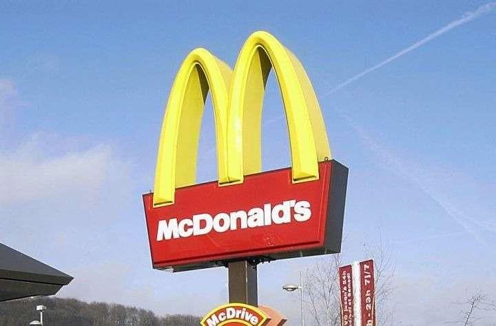 Водитель атаковал «Макдоналдс» топором из-за остывшей картошки-фри