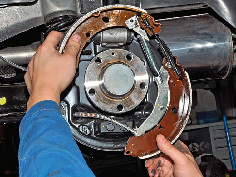 Замена задних тормозных колодок на поло седан