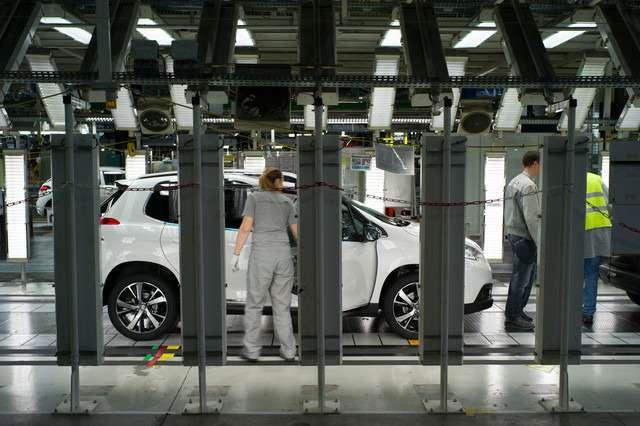 PSA/ Peugeot Citroen может остановить работу двух сборочных линий назаводах воФранции всвязи снедостаточной загруженностью предприятий