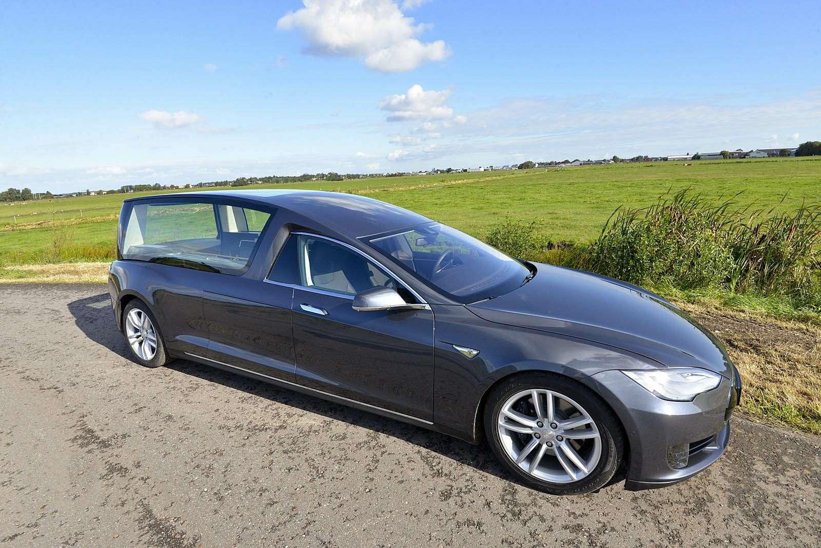 Катафалк Tesla S