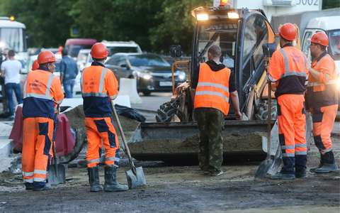 Эвакуация волоком под знак «Стоянка запрещена»: так ремонтируют дороги в Москве