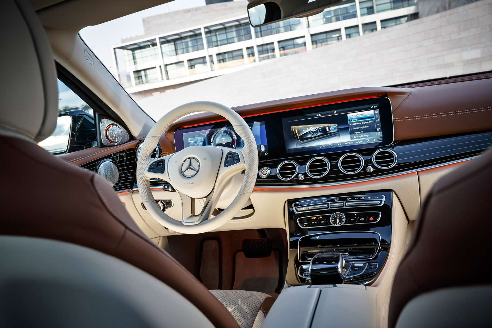 Новый  Mercedes-Benz E-класса: сравниваем версии— фото 570032