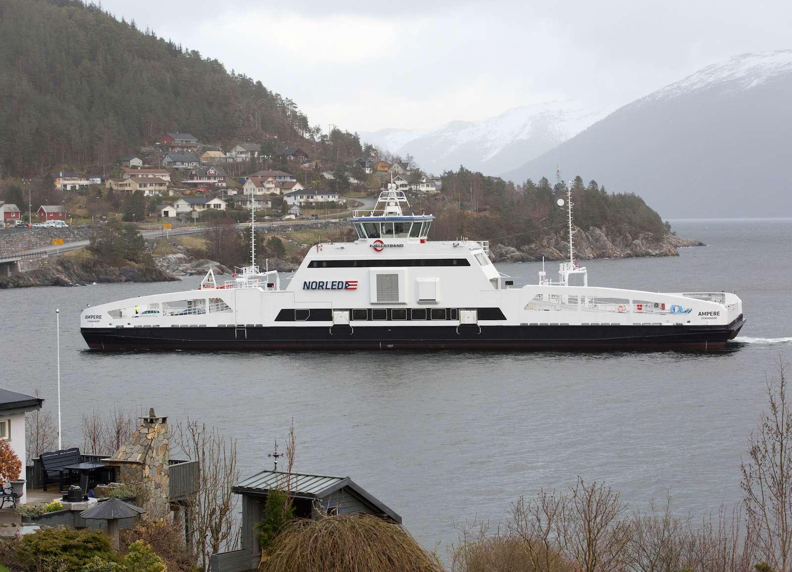Im20-Minuten-Takt über den Fjord/ Traveling the Fjord 34Times aDay