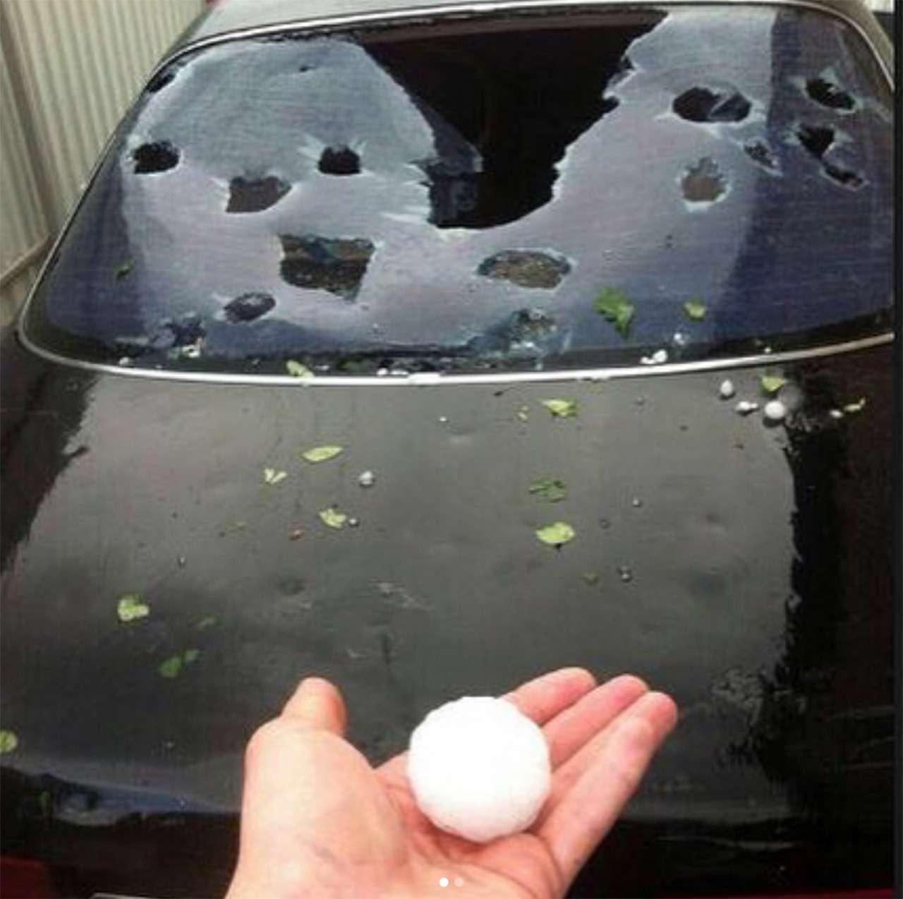 Разгул стихии: мощным градом побило сотни машин вКраснодарском крае— фото 883566