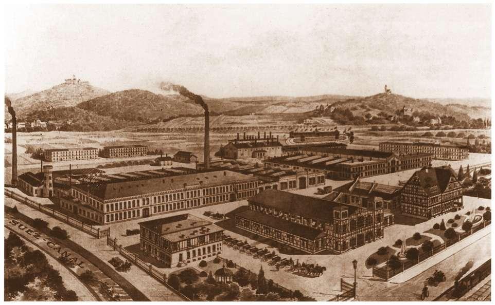 Видзавода Fahrzeugefabrik Eisenach AGвАйзенахе. Вдали— гора сзамком, давшая название первому автомобилю изТюрингии