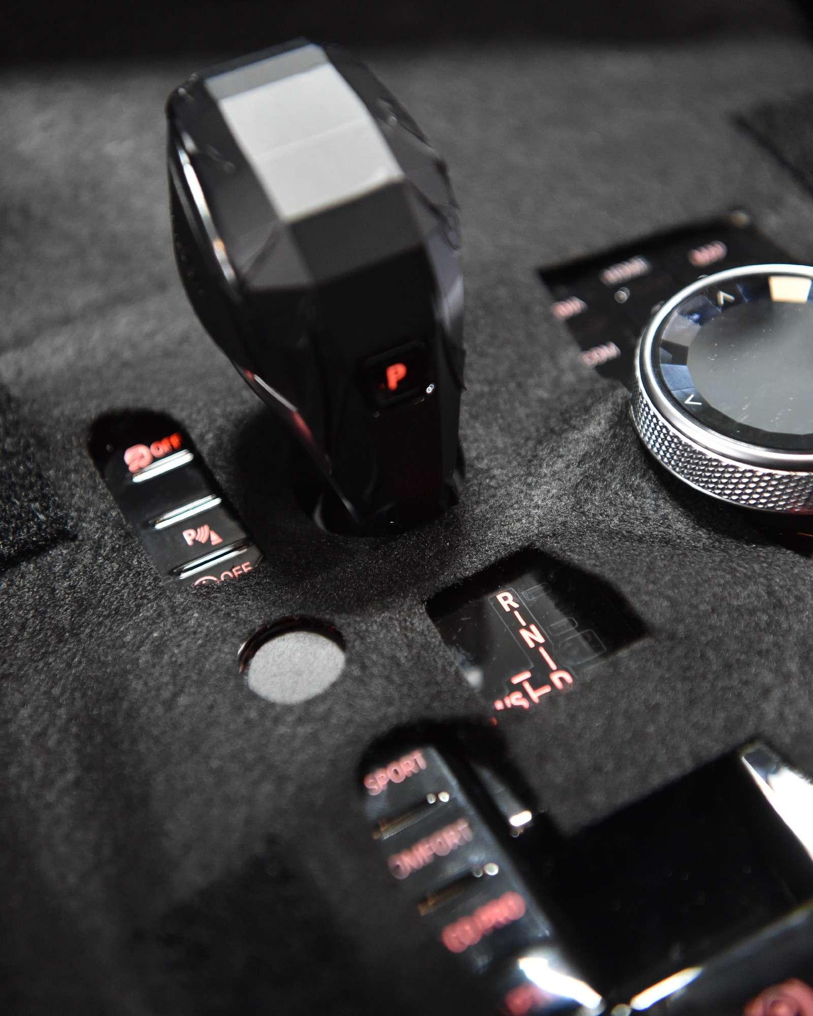 BMWX7встал наконвейер (нокупить его пока нельзя)— фото 828444