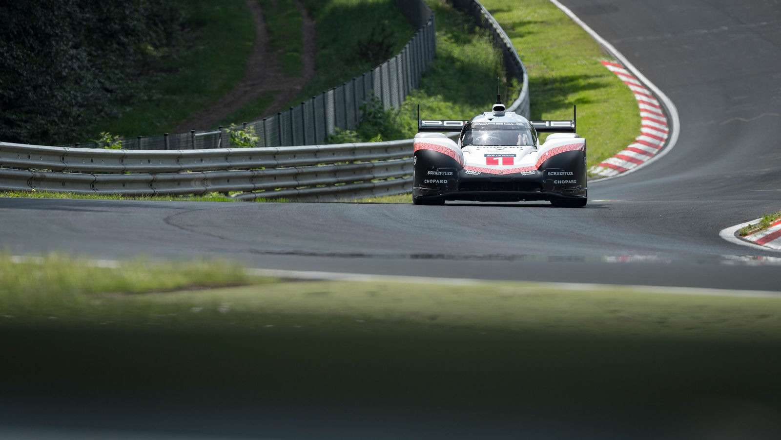 Porsche установила новый абсолютный рекорд Нюрбургринга!— фото 882815