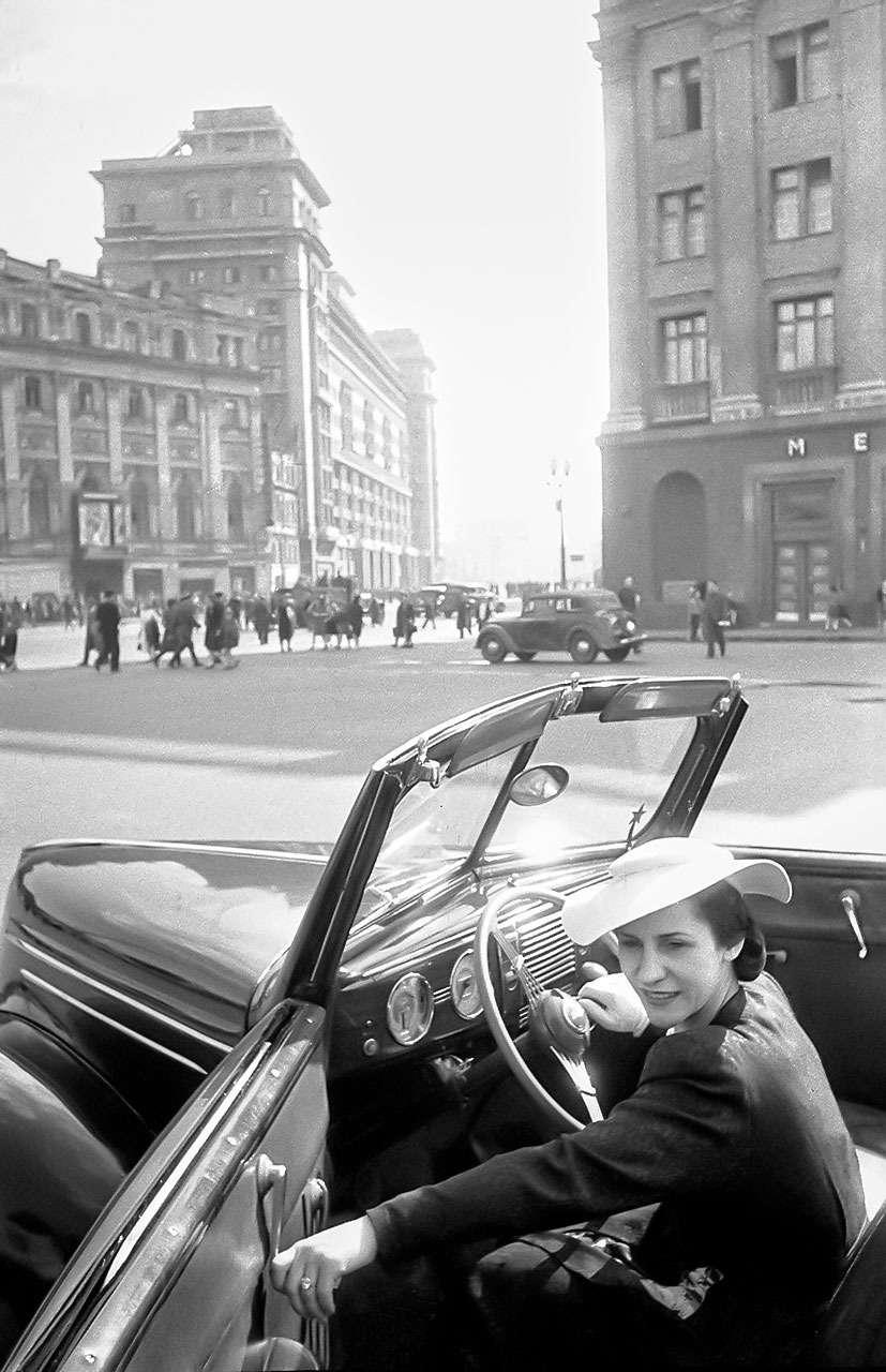 Иномарки советских знаменитостей: отМаяковского доВысоцкого— фото 711201