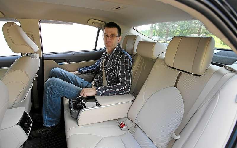 5 плюсов иодин минус седана Toyota Camry