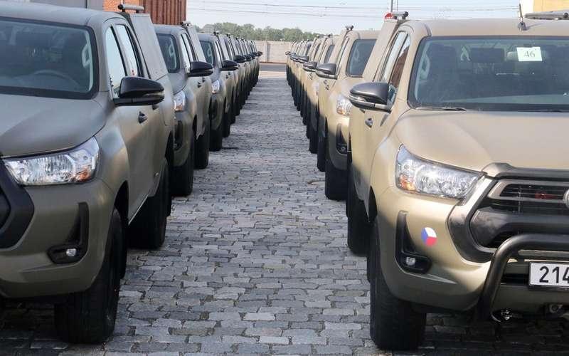 УАЗ-469 и Дефендеры поменяли на «нестыдные» Toyota Hilux