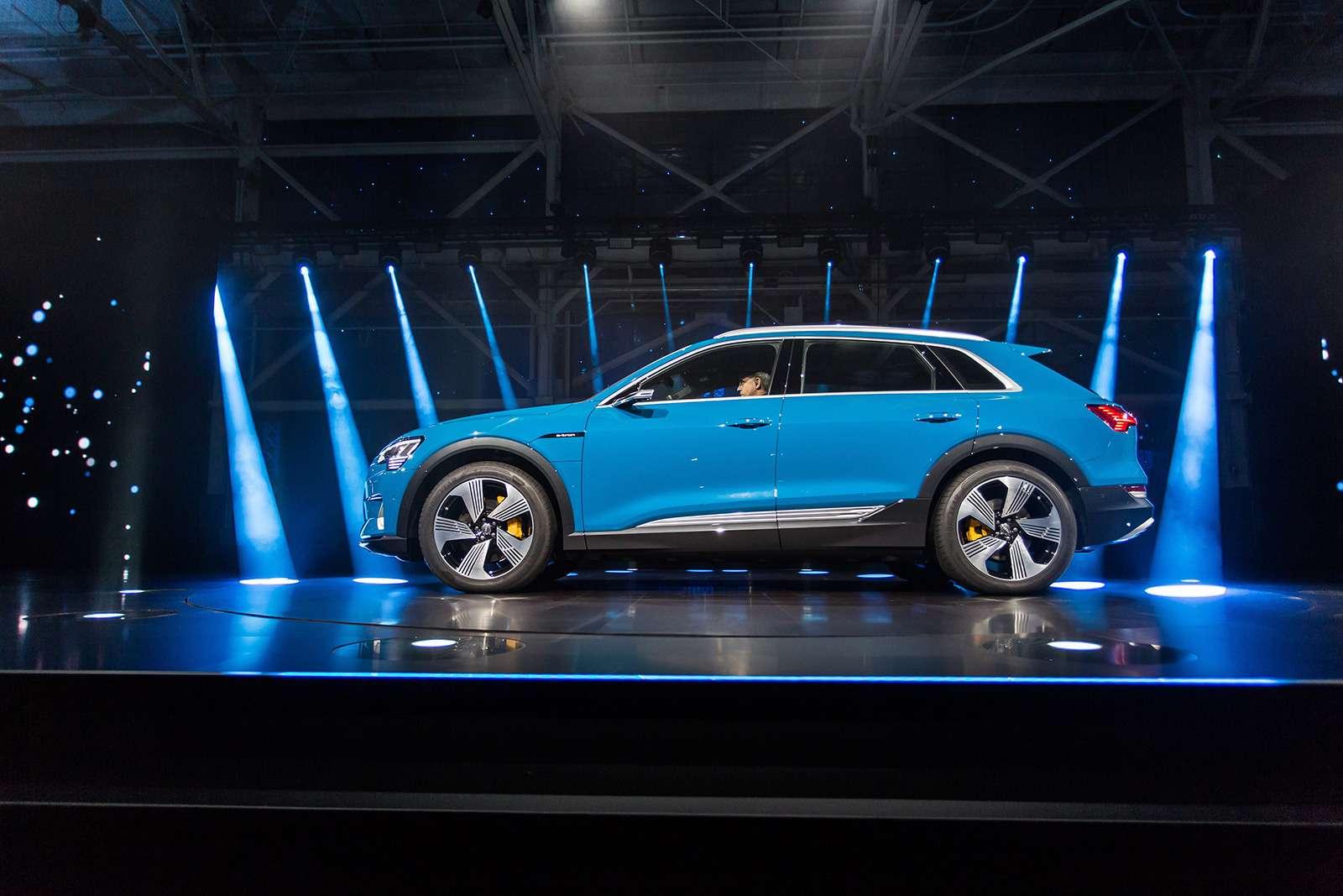 Audi e-tron quattro: два электромотора икамеры вместо зеркал— фото 910479