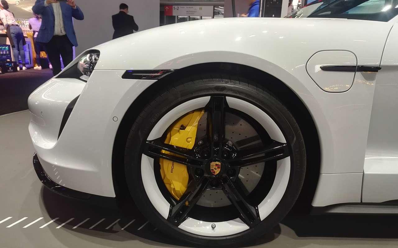 Porsche Taycan: спорткар иэлектромобиль— фото 995235