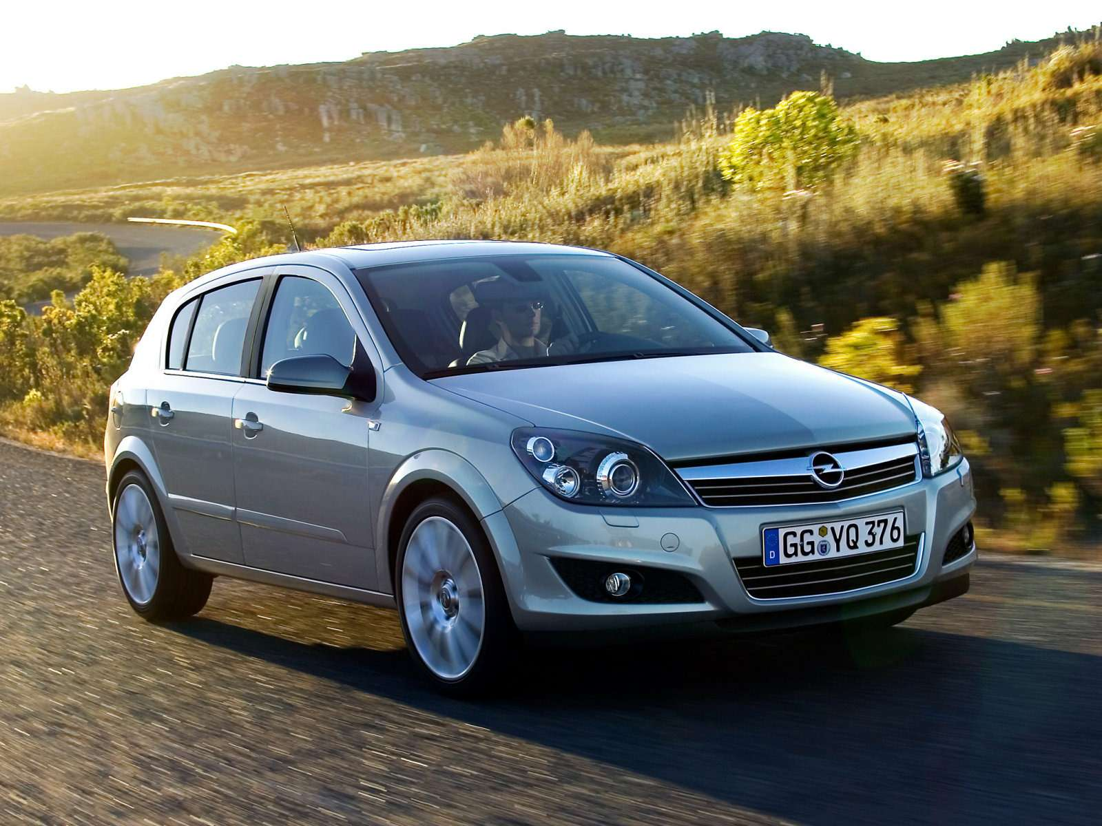Opel_Astra_Hatchback 5 door_2007