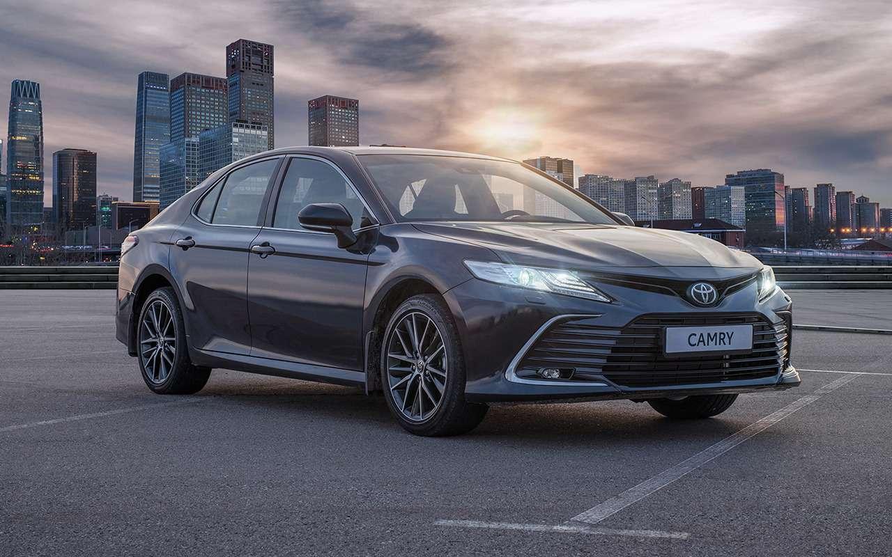 Обновленная Toyota Camry: продажи начались— фото 1236992
