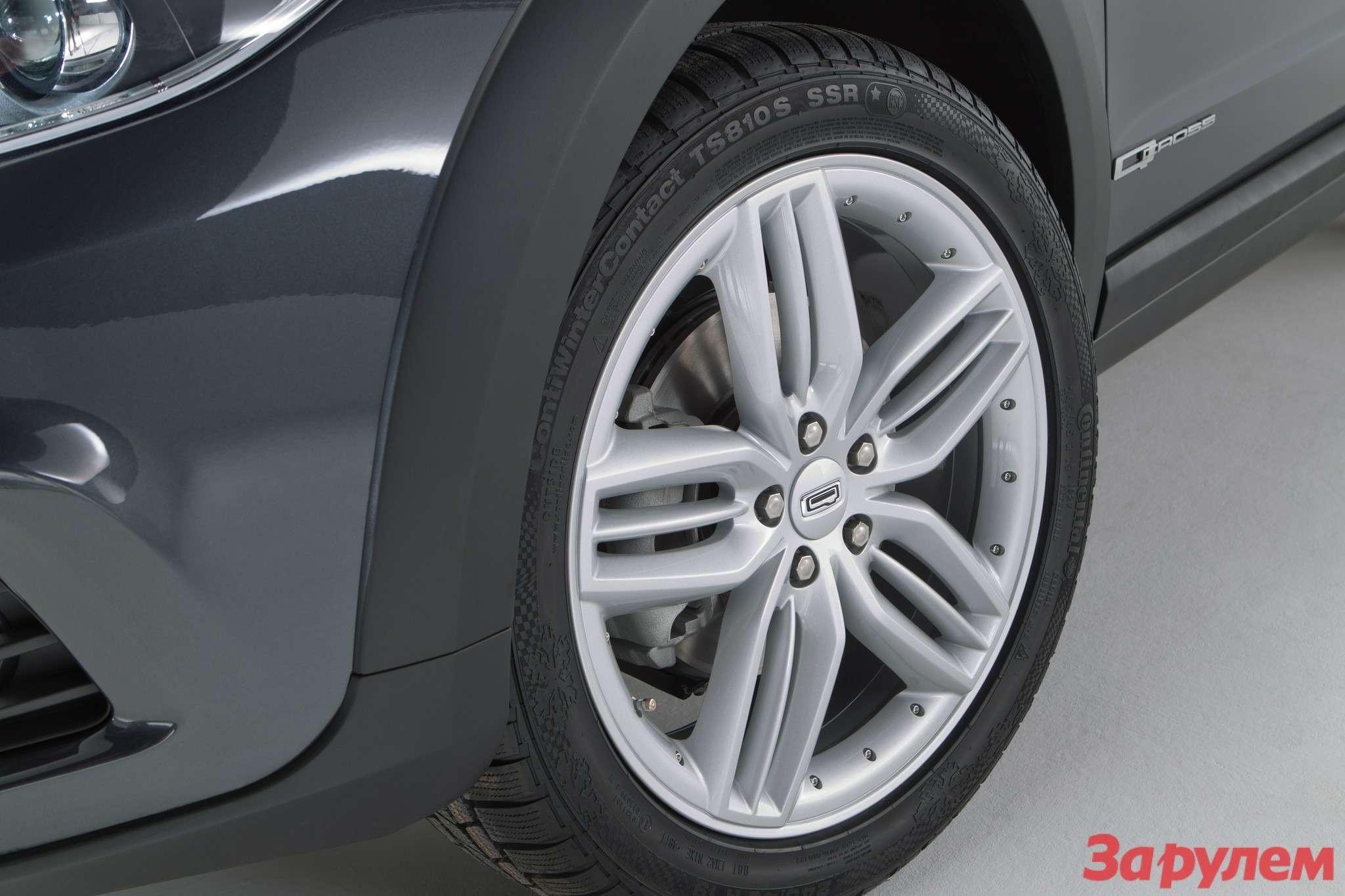 649741_Qoros 3Cross Hybrid Concept— detail— wheel turned