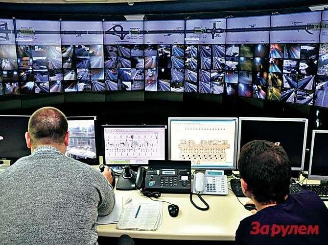 В единую диспетчерскую стекается вся информация как сдействующих трасс, так истех, которые только строят.