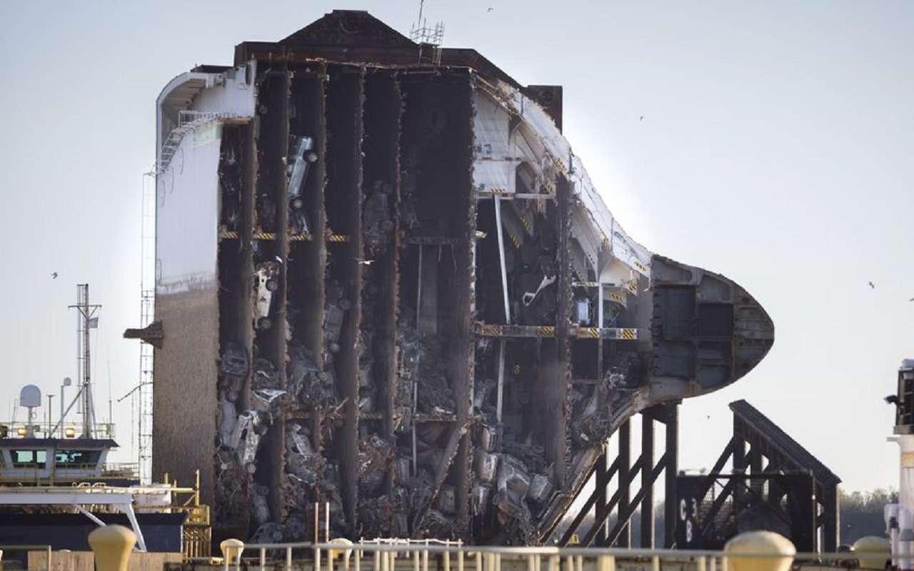 Civya7zrDDgropnDspEIvg - Как утонули 4300 машин: погибший корабль вразрезе