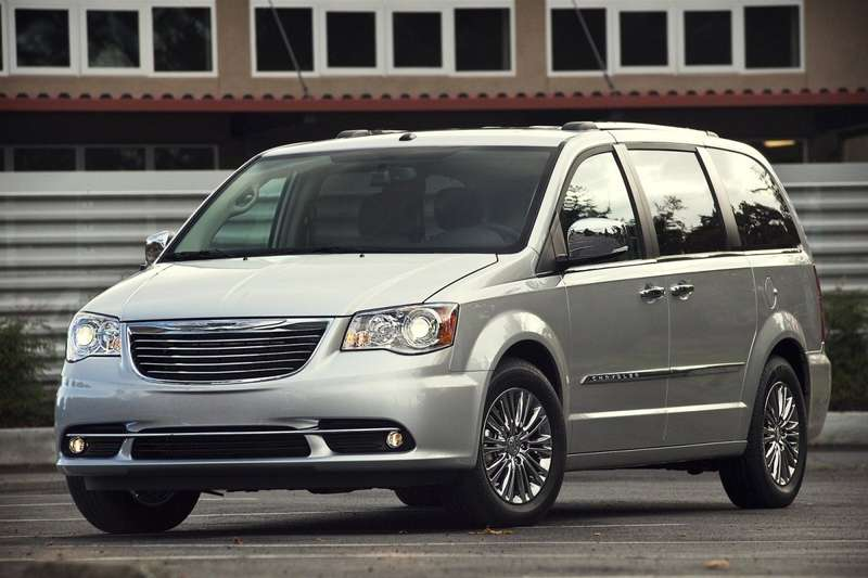Chrysler-Town_and_Country_2011_1600x1200_wallpaper_01