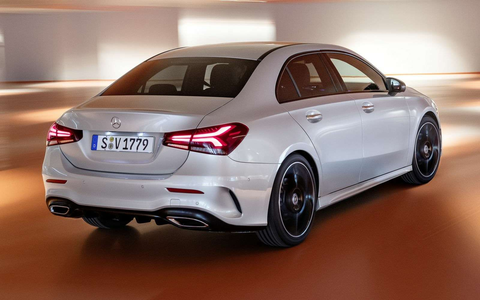 Евростандарт: представлен короткий седан Mercedes-Benz A-класса— фото 890440