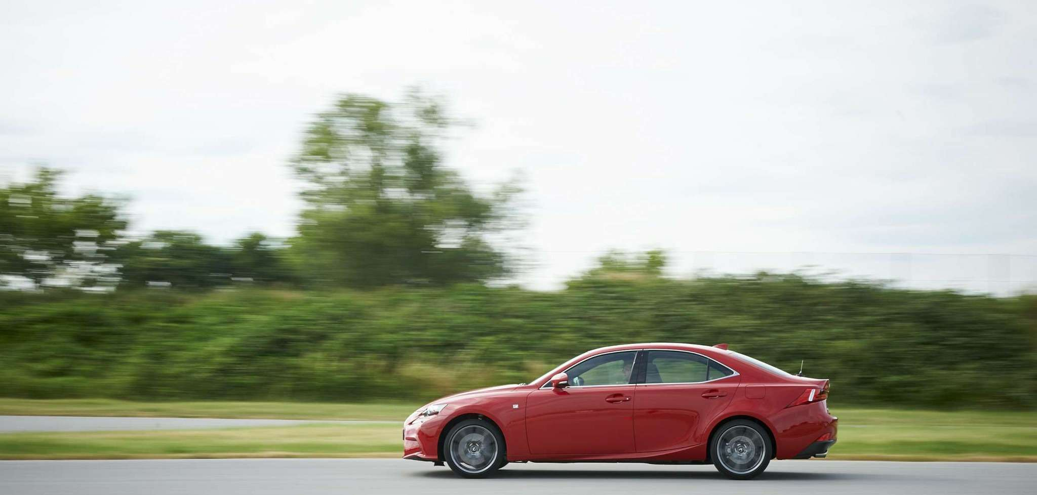 Lexus_IS_200t_05_lo